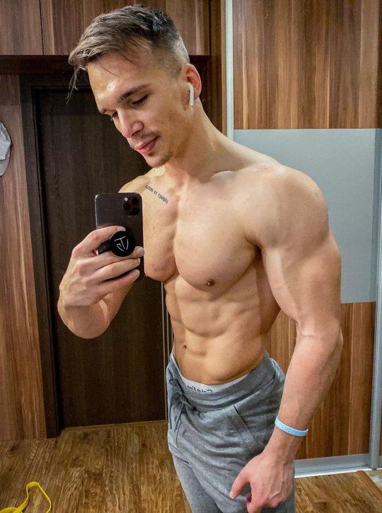 fitness-youtuber-a-trener-patryk-kmet-komfort-je-najvacsi-nepriatel-uspechu-a-napredovania-v-mojom-zivote-nehra-rolu-3