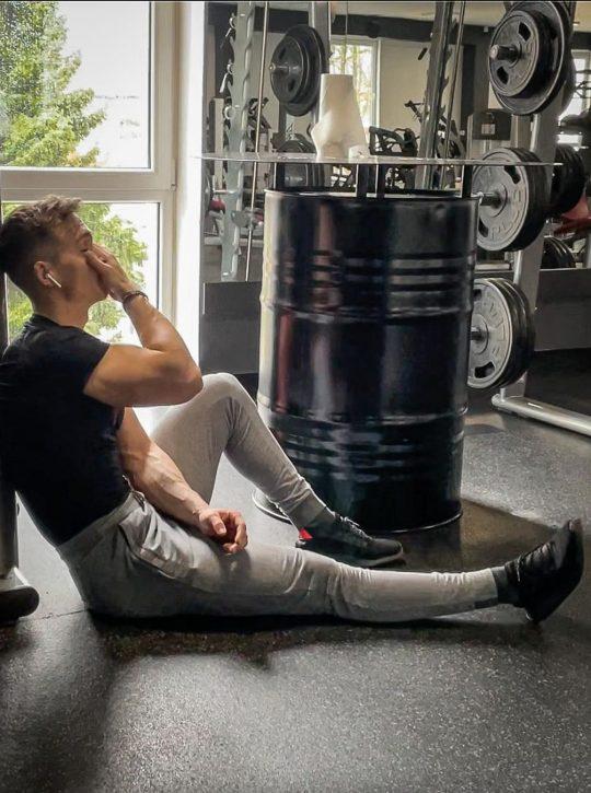 fitness-youtuber-a-trener-patryk-kmet-komfort-je-najvacsi-nepriatel-uspechu-a-napredovania-v-mojom-zivote-nehra-rolu-4